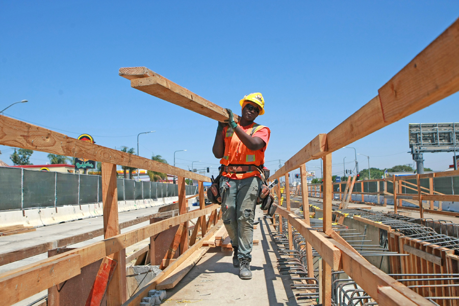Metro seeks to employ more women for construction jobs - Los Angeles